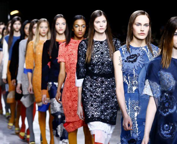 (140217) -- BEIJING , Feb. 17, 2014 (Xinhua) -- Models present creations by Michael van der Ham during the 2014 Autumn/Winter London Fashion Week in London, Feb. 17, 2014. (Xinhua/Yin Gang)